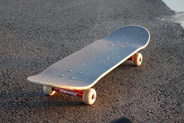 Skateboard concavo alto